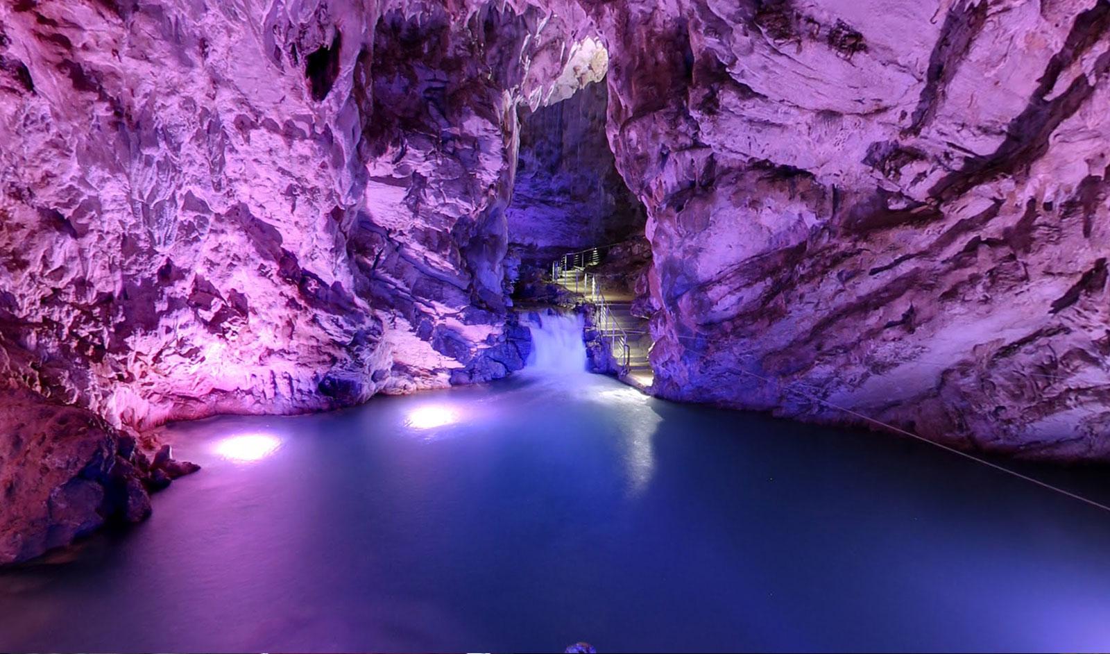 Risultati immagini per grotte di pertosa